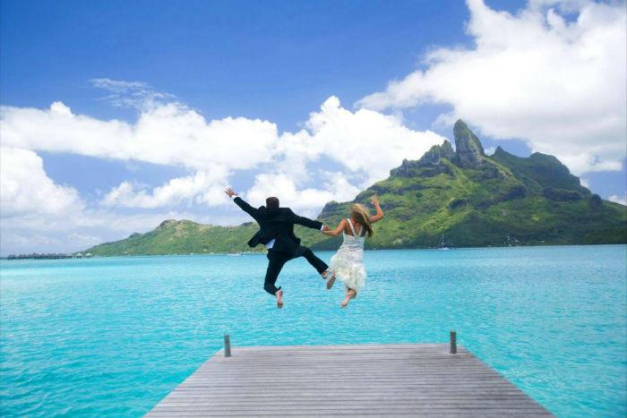 newlyweds jumping off dock